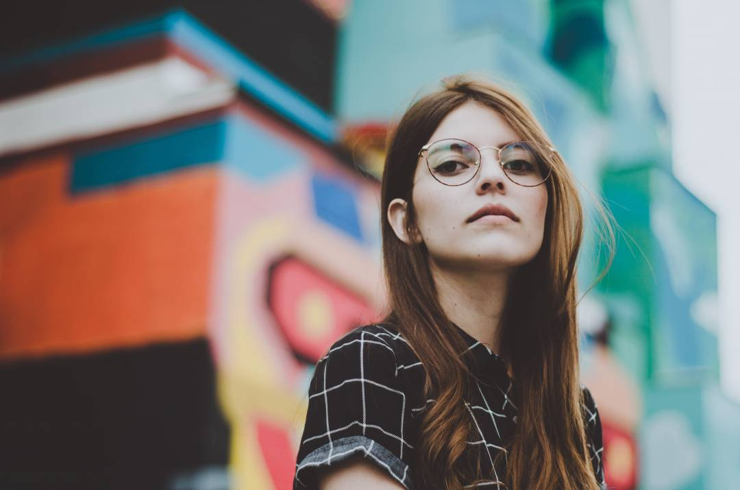 13 Things to Keep in Mind When Falling in Love with A Girl Who Keeps