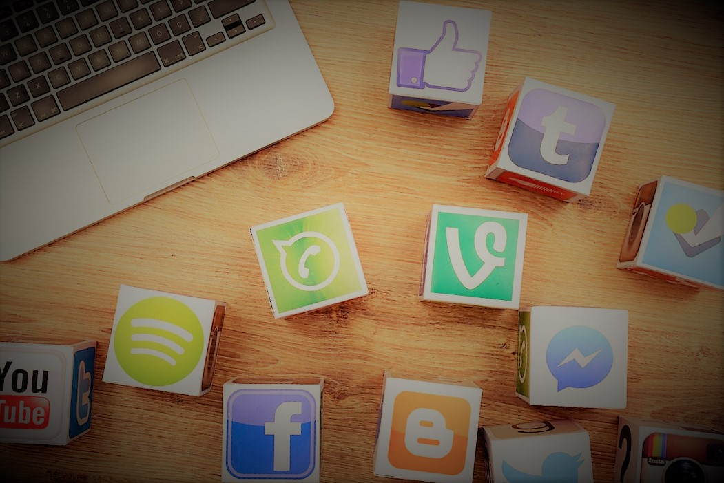 manager, ceo use social media the most during work