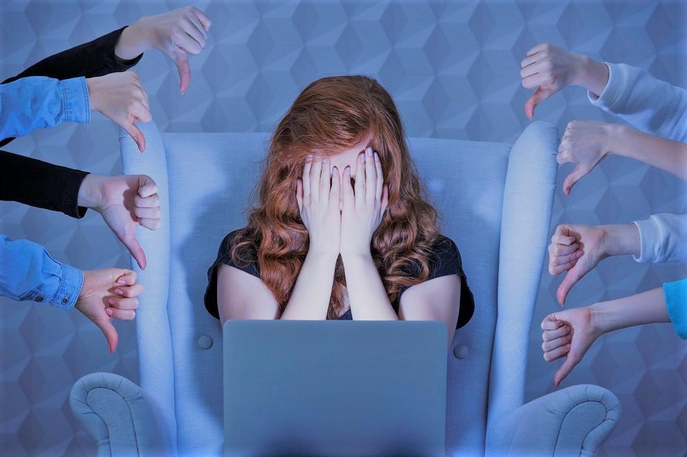 social media hurts girls